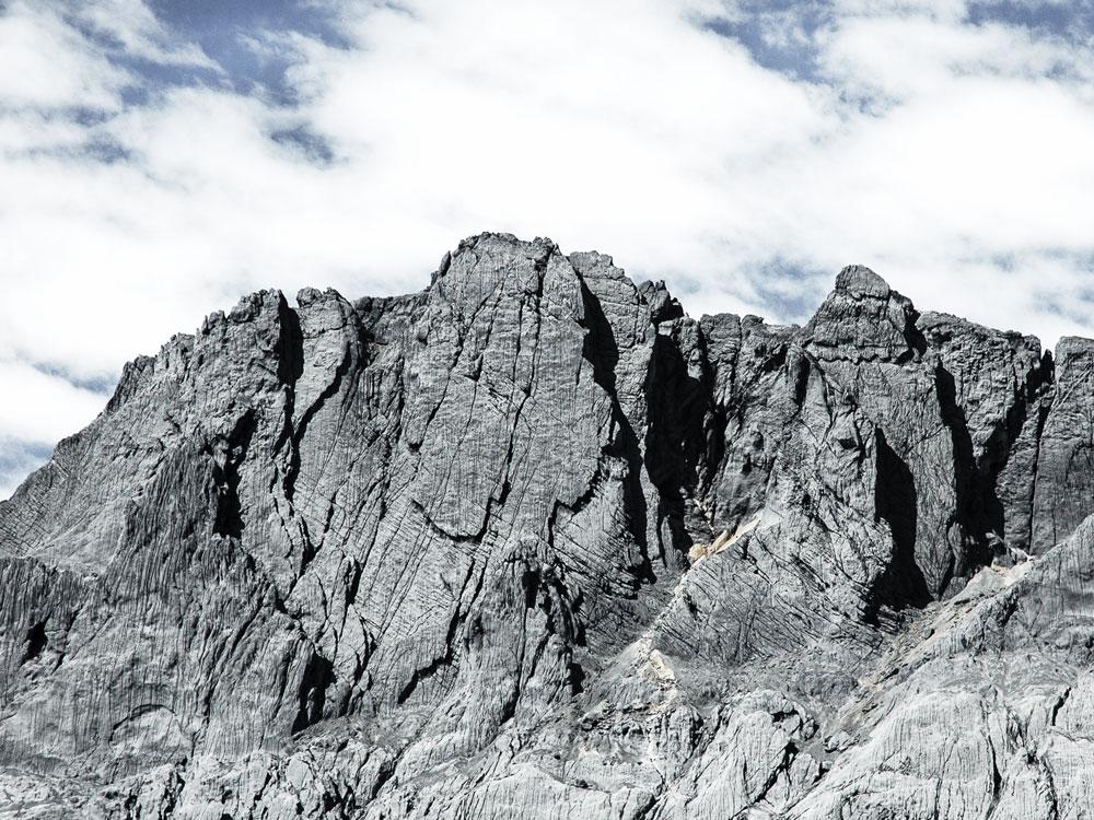 Carstensz Pyramide Ansicht Bergmassiv