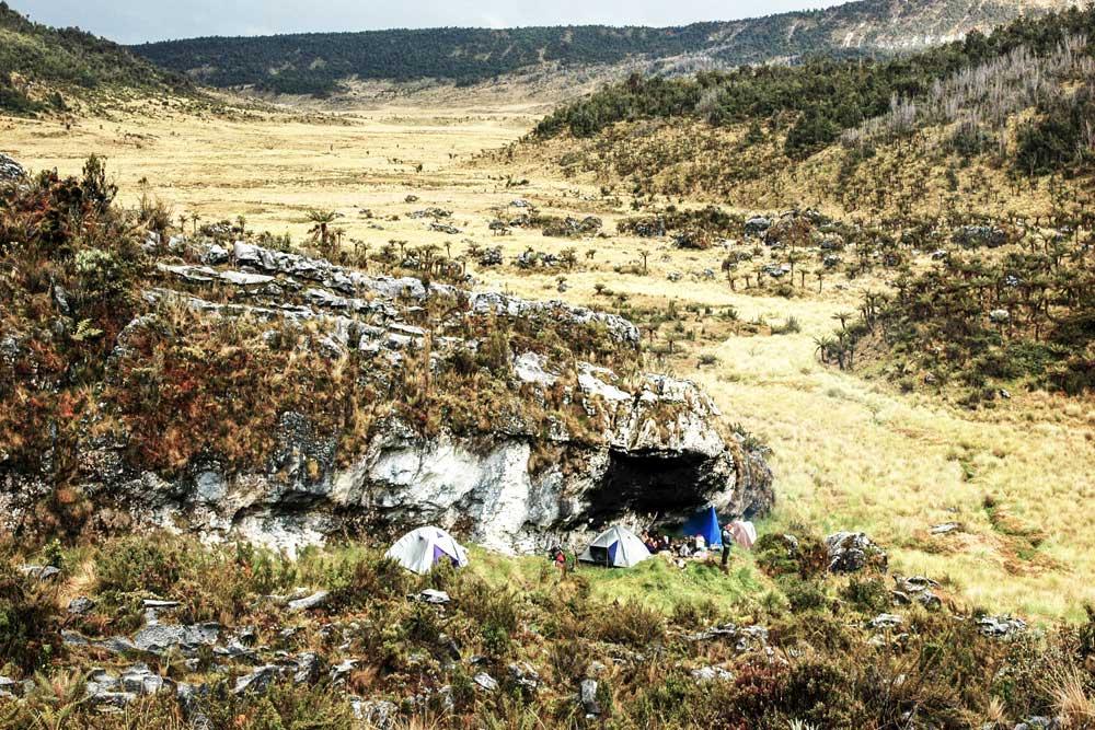 Landschaft, Gras, Felsen, Höhle, Zelte